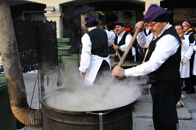 Reservar Borda Xixerella Pal Andorra la Massana La cuina andorrana t'apropa sens dubte a les aromes i els sabors de muntanya. Prova els productes de temporada que només podràs degustar en un moment concret de l'any, com ara els bolets, les verdures d'hivern, els embotits, etc.
