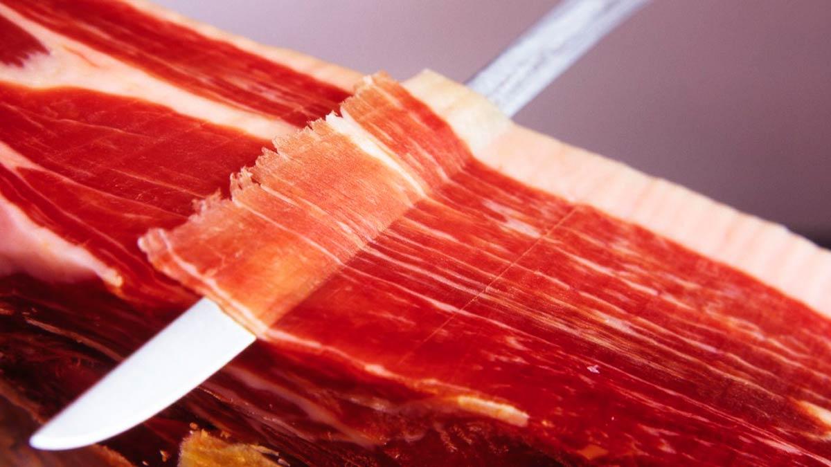 En la Borda Xixerella Restaurante Borda Típica Andorrana servimos un jamón exclusivo ibérico de Bellota 100 x 100.