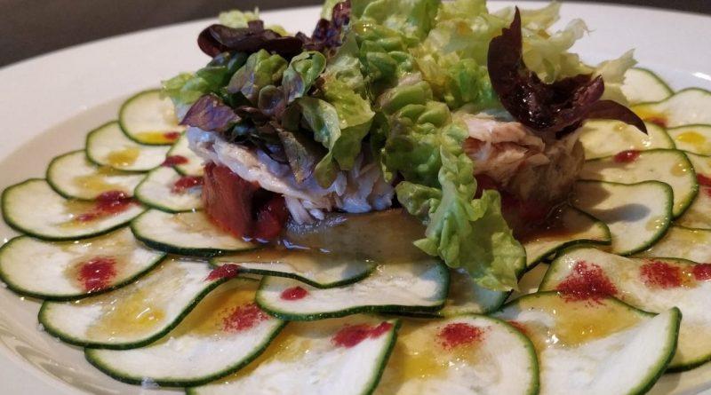 Carpaccio de calabacín con ventresca de bonito ensalada y escalivada