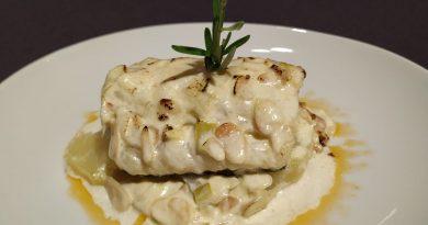 Sencilla pero deliciosa forma de preparar el bacalao al horno con muselina de ajo, con una base de patatas que lo hacen irresistible.