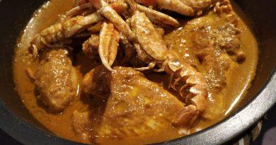 Pollo con cigalas (Pollastre amb escamarlans)El pollo con cigalas es mi receta preferida de la cocina tradicional catalana. Para mí, el mejor mar y montaña del mundo