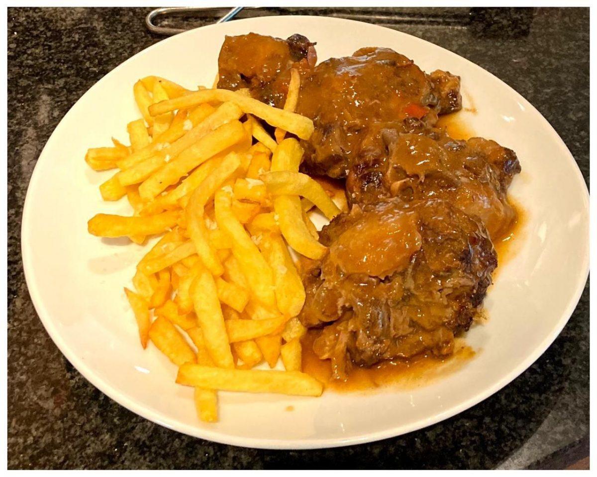 Entre els plats típics espanyols la cua de bou és un dels plats més saborosos que pots provar a la Borda Xixerella Borda Típica Andorrana