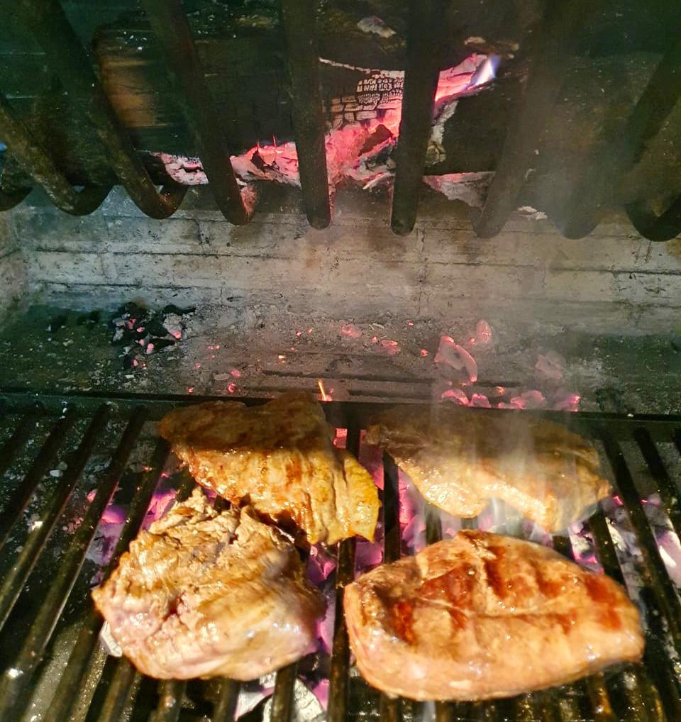 Un racó ideal per a compartir unes bona carn a la brasa, entrecots, magret i peix a la brasa o al forn en ple cor d'Andorra al poble d'Erts a La Massana anant cap a l'estació d'esquí de Pal
