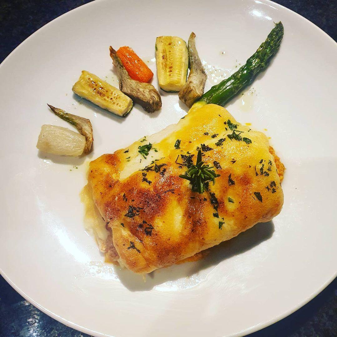 Bacallà gratinat amb allioli amb guarnició de verduretes a la brasa