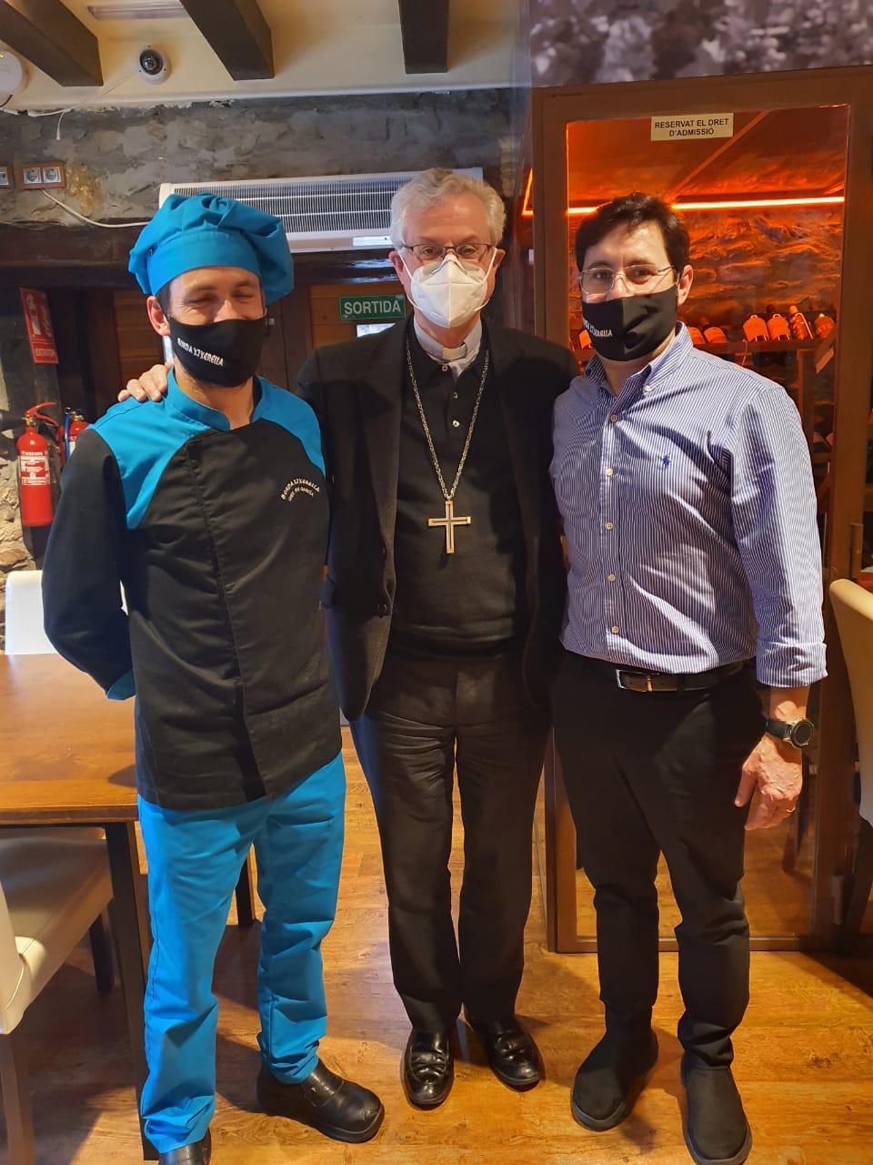 Moltes gràcies al M.I. Arquebisbe d'Urgell i Copríncep d'Andorra, Mons. Joan-Enric Vives per visitar-nos, ha estat un plaer per tot el nostre equip poder mostrar-li el millor de la nostra cuina.