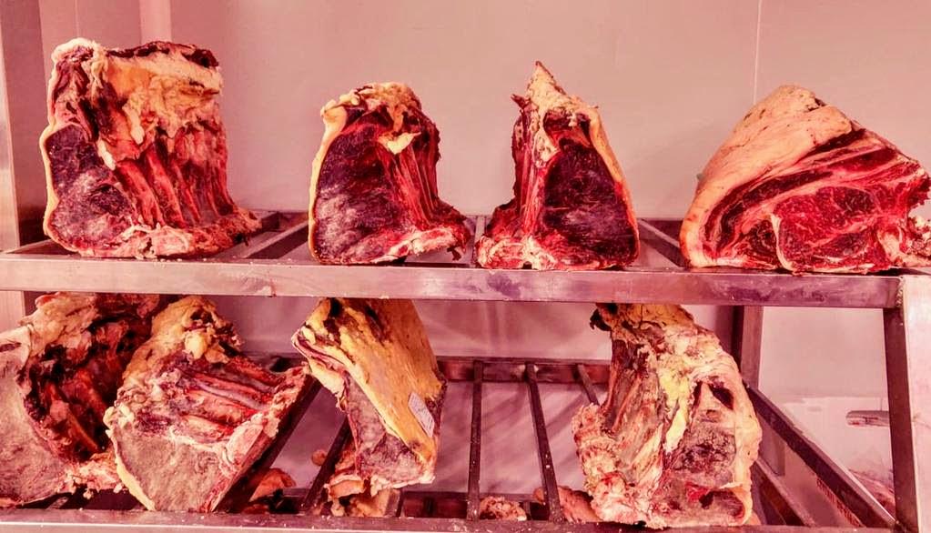 A la Borda Xixerella treballem les millors carns prèmium de les millors races wagyu, kobe, charolesa, semmental, etc. i amb la millor curació si vols bones carns, ens has de visitar
