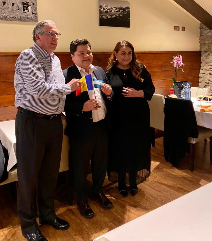 Cena en Borda Xixerella del Sr. Embajador de El Salvador en Madrid. D. Mauricio Peñate Guzmán y Sr. Ignacio Verneda cónsul Honorario de El Salvador en Andorra