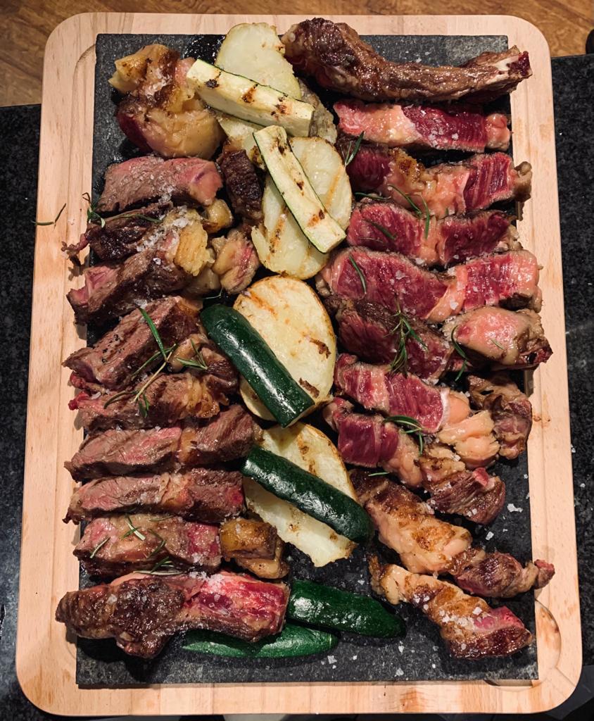 Chuletón gallego madurado - La calidad de la carne de vaca gallega es famosa en toda España y en andorra - Está considerado el mejor chuletón de Andorra