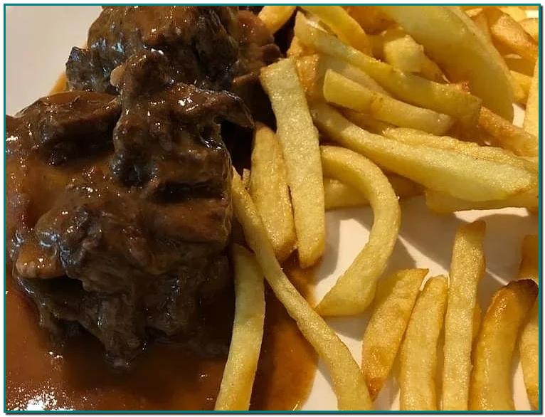 Quieres comer un rabo de buey inmejorable. Visita la Borda Xixerella Andorra en Erts La Massana Este guiso, apreciado en Córdoba y en toda España, ya era una de las elaboraciones más populares de la antigua Roma.